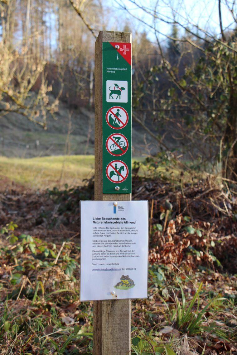 Das Naturerlebnisgebiet Allmend in Luzern ist gut beschildert.
