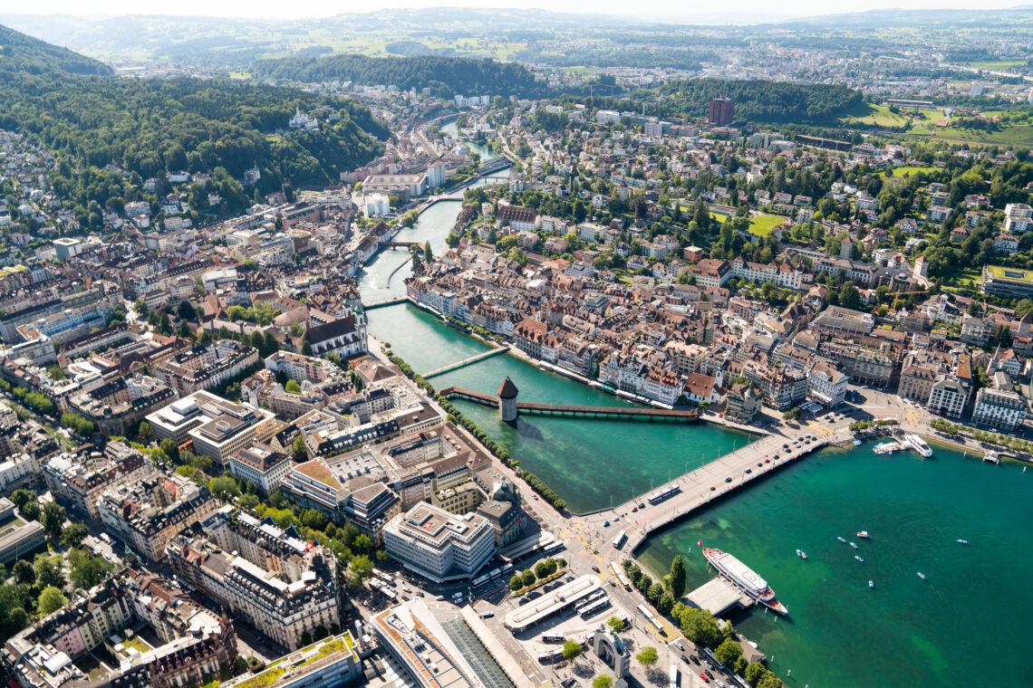 Die Stadt Luzern von Oben bei einem Helikopter-Rundflug