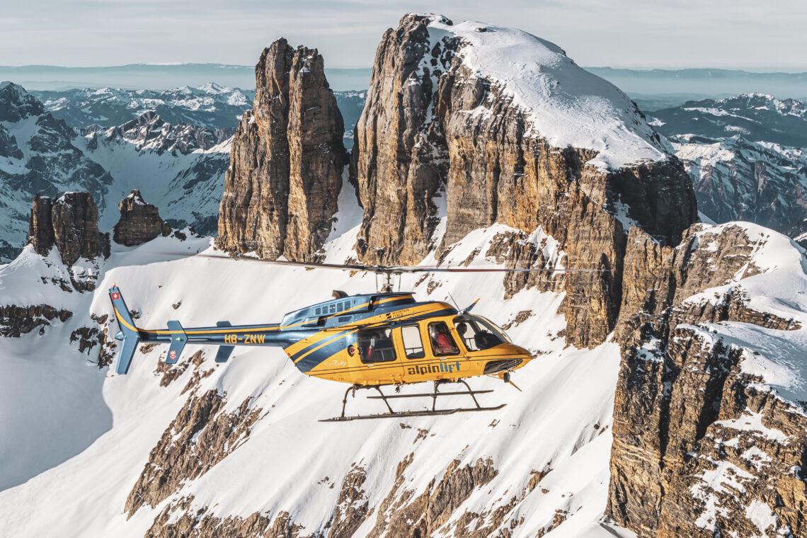 """Helikopter-Rundflug mit Aussicht auf den imposanten Berg """"Gross Spannort"""" in Engelberg"""